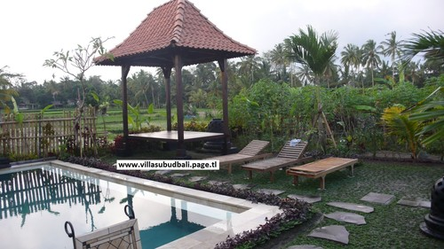 Resort en Bali (piscina y gazebo)